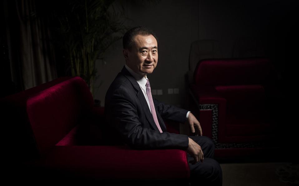 Ο Γουάνγκ Τζιανλίν δυσκολεύεται να βγάλει από την Κίνα χρήματα για την εξαγορά της αμερικανικής Dick Clark Productions.