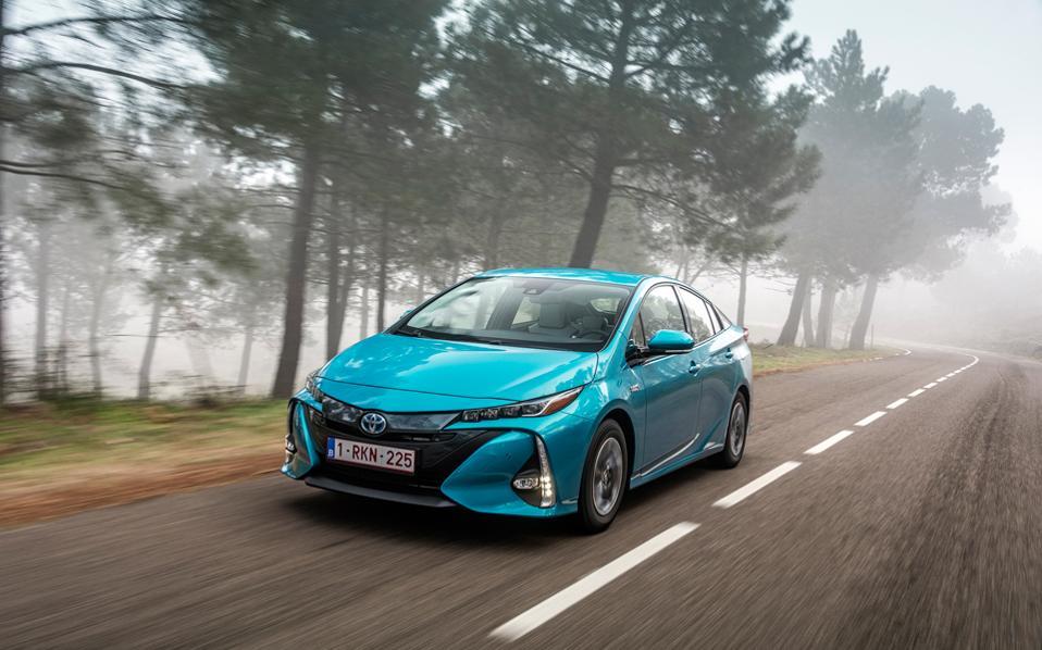 Το νέο Prius Plug-in Hybrid αντιπροσωπεύει ένα τεράστιο άλμα προόδου σε απόδοση, επιδόσεις, καινοτομία και στυλ, υπηρετώντας πιστά τον στόχο της Toyota για τη δημιουργία του απόλυτου οικολογικού αυτοκινήτου.