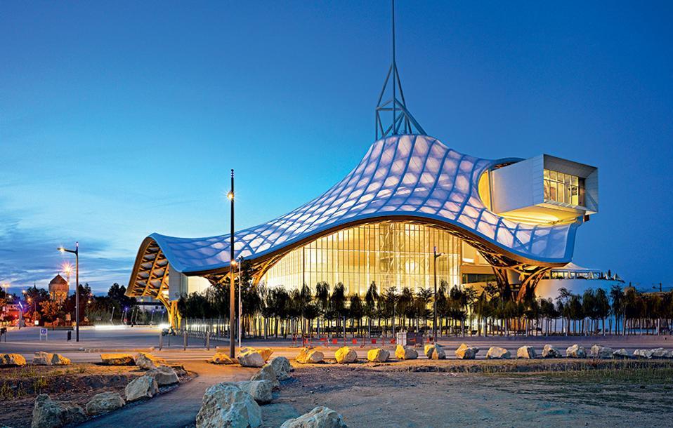 To Κέντρο Πομπιντού, σχεδιασμένο από τον Ιάπωνα αρχιτέκτονα Shigeru Ban, αποτελεί το μεγαλύτερο πολιτιστικό ίδρυμα της Γαλλίας έξω από το Παρίσι. (Φωτογραφία: Roland Halbe)