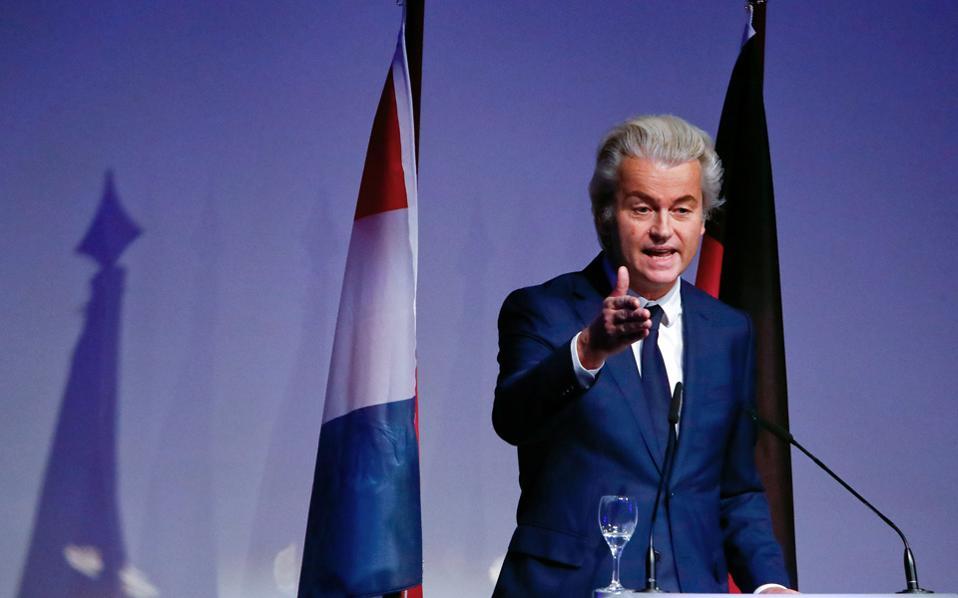 Ο Γκέερτ Βίλντερς, επικεφαλής του ακροδεξιού ολλανδικού Κόμματος για την Ελευθερία, βλέπει τα δημοσκοπικά ποσοστά του, με αφορμή τις αντιμεταναστευτικές κορώνες του, να αυξάνονται κατά πολύ.