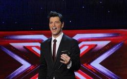 Ο Σάκης Ρουβάς παραμένει, φυσικά, στη θέση του παρουσιαστή του «X Factor».