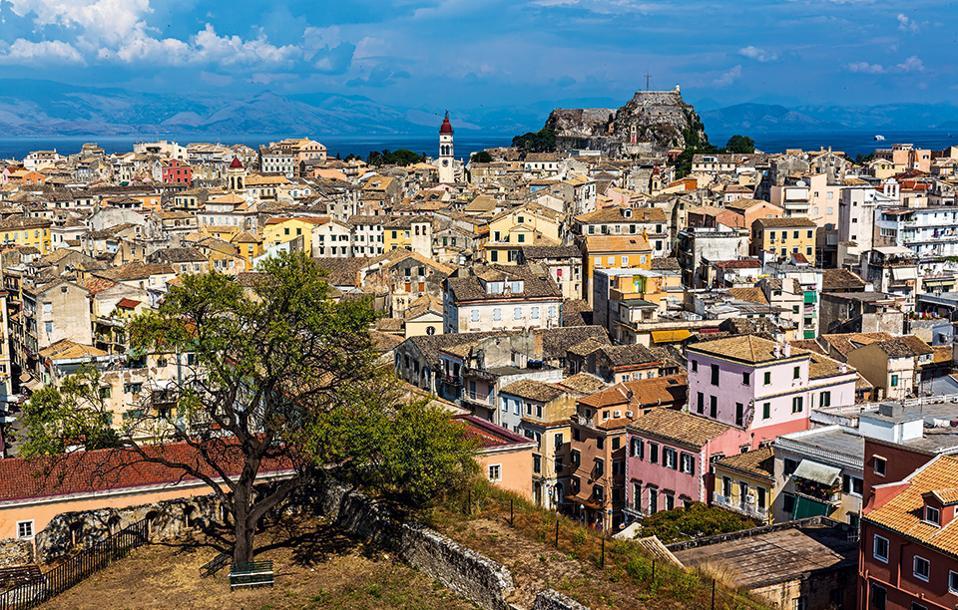 Πανοραμική άποψη  της πόλης της Κέρκυρας. (Φωτογραφία: SHUTTERSTOCK)
