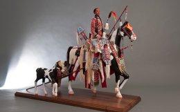 «Μητρικό ταξίδι». Εργο της κουκλοποιού Rhonda Holy Bear (Cheyenne River Sioux) από τη συλλογή Diker.
