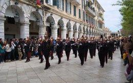 Από 100 έως 430 άτομα συμμετέχουν σε κάθε μία από τις 18 φιλαρμονικές της Κέρκυρας.