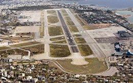 Ενα από τα ζητήματα που πρέπει να ξεκαθαρίσουν κατά τη διαδικασία αδειοδότησης της επένδυσης στο Ελληνικό, είναι αν στον χώρο του παλαιού αεροδρομίου ή της παραλίας του Αγίου Κοσμά υπάρχουν δασικές εκτάσεις που πρέπει να προστατευθούν.