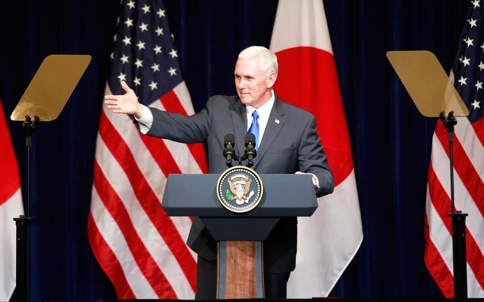 Ο αντιπρόεδρος των ΗΠΑ Μάικ Πενς σε ομιλία του ενώπιον Γιαπωνέζων και Αμερικανών επιχειρηματιών στο Τόκιο.