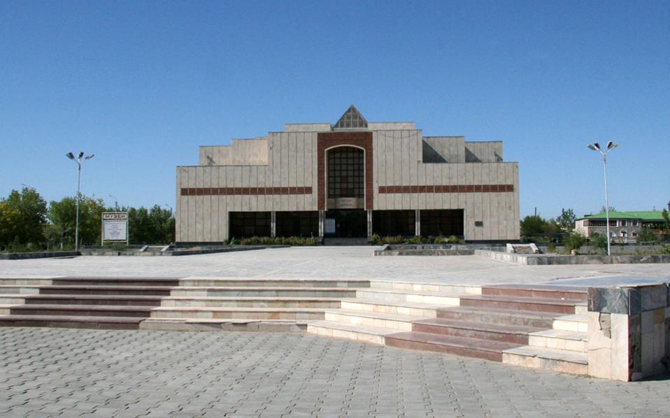 Το μουσείο Σαβίτσκι βρίσκεται στην αυτόνομη Δημοκρατία του Καρακαλπακστάν, στο Ουζμπεκιστάν.