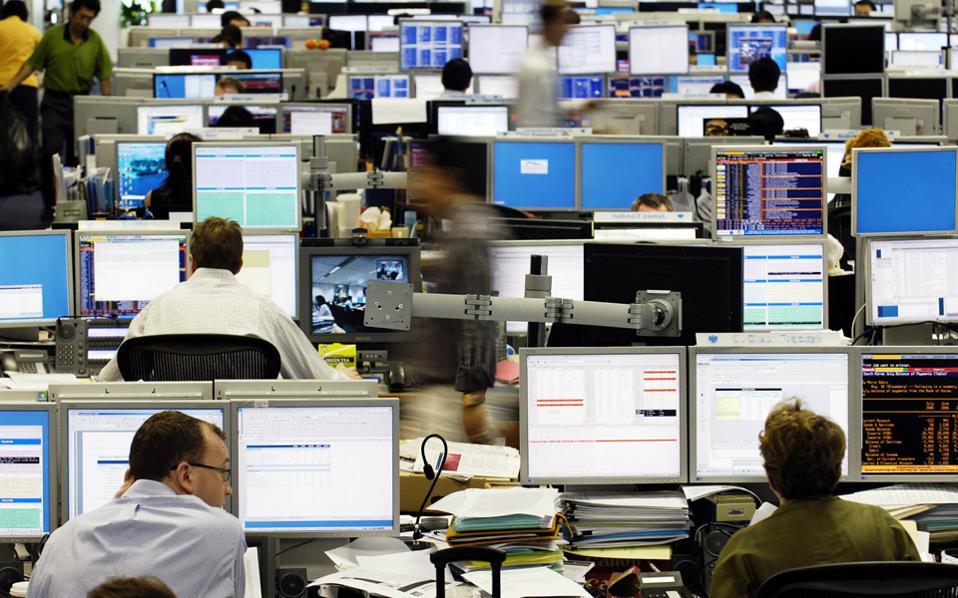 Ο δείκτης Cac 40 της Γαλλίας έκλεισε με άνοδο 0,27%. Με σημαντικά κέρδη 1,96% και 1,03%, αντιστοίχως, έκλεισαν και οι δείκτες Ftse Mib του Μιλάνου και Ibex 35 της Μαδρίτης.