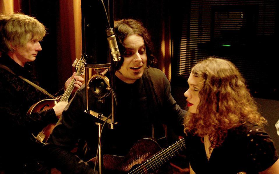 Ο Τζακ Γουάιτ ηχογραφεί το τραγούδι «Matrimonial Intentions» του Μπάντι Μπέικερ (1929) με αυθεντικό εξοπλισμό της εποχής.
