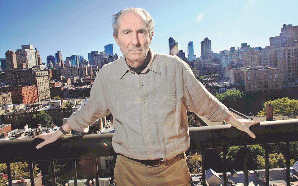 Ο Φίλιπ Ροθ στη Νέα Υόρκη. Με τα «Γεγονότα», ανατρέχει στη ζωή του ως μυθιστοριογράφου έως την περίοδο που γράφει το «Σύνδρομο του Πόρτνοϊ», το 1969.