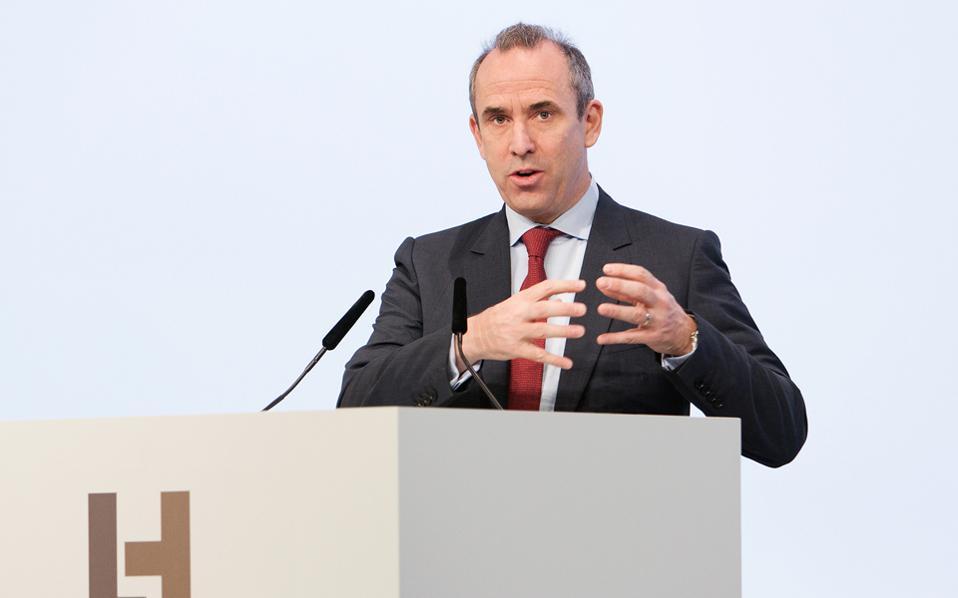 Ο Ολσεν βρισκόταν στο πηδάλιο της Lafarge Holcim από το 2015, οπότε συγκροτήθηκε ο όμιλος με τη συγχώνευση της Lagarfe και της Holcim. Η εσωτερική έρευνα έδειξε ότι έγιναν πληρωμές σε μεσάζοντες για λόγους προστασίας του εργοστασίου στην Τζαλαμπίγια της Συρίας.