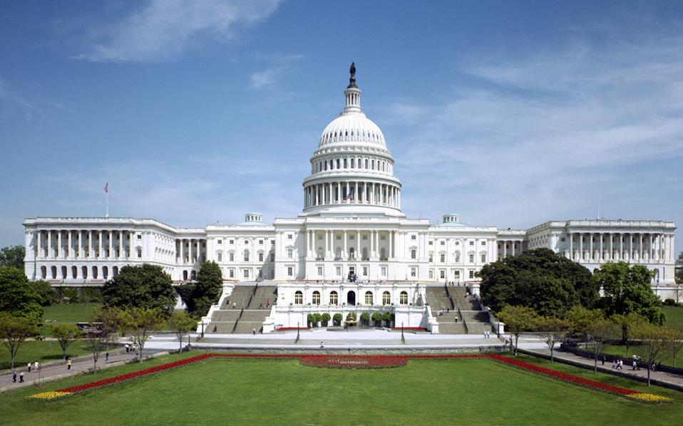 Ο Λευκός Οίκος υποστηρίζει ότι προσφέρθηκε να δώσει 7 δισ. δολάρια για τη χρηματοδότηση του Obamacare και σε αντάλλαγμα οι Δημοκρατικοί να υποστηρίξουν την πρότασή του για διάθεση 1,15 δισ. δολαρίων σχετικά με την ανέγερση τείχους στα σύνορα με το Μεξικό.