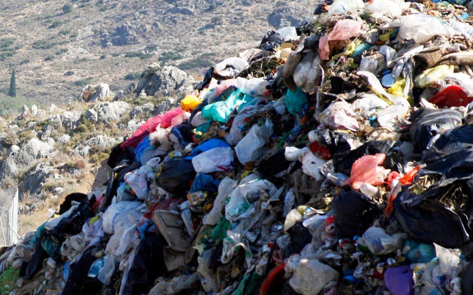 Ελλείψει υποδομών, άγνωστο παραμένει το τι ακριβώς κάνει κάθε δήμος με τα σκουπίδια του.
