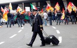 Οι εργαζόμενοι της Alitalia έχουν δηλώσει ότι δεν πρόκειται να κάνουν άλλες θυσίες για την εταιρεία και ότι το εργατικό κόστος της είναι μεταξύ των χαμηλοτέρων για ευρωπαϊκές αεροπορικές εταιρείες.