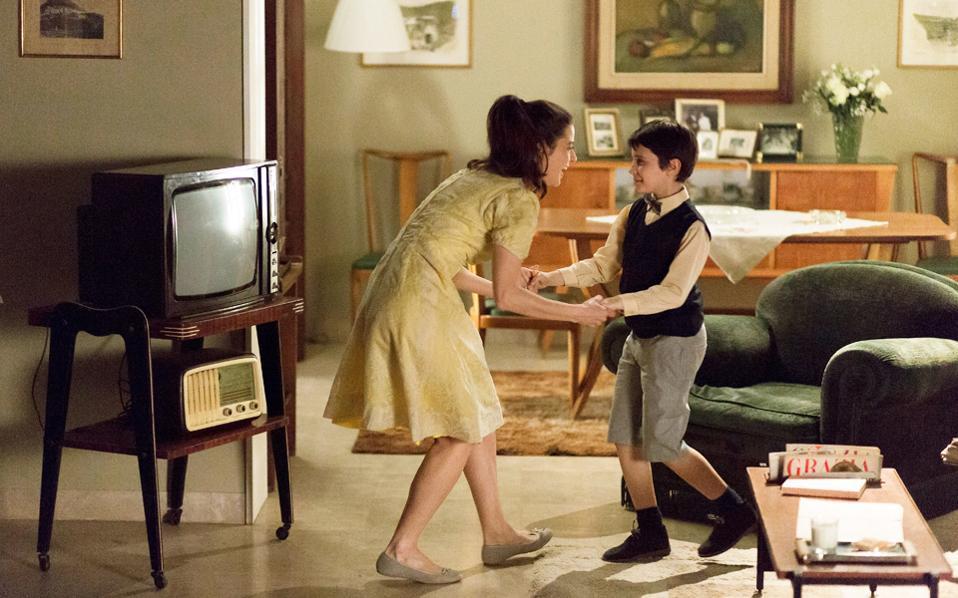 Ο μικρός Μάσιμο ζει ευτυχισμένος με τη μητέρα του, μέχρι που ο θάνατος θα του την πάρει, πληγώνοντάς τον για πάντα.