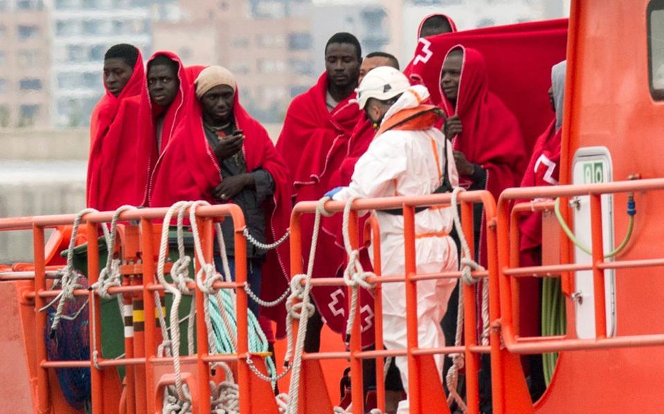 Διάσωση προσφύγων και μεταναστών από την Αφρική στη Μεσόγειο.