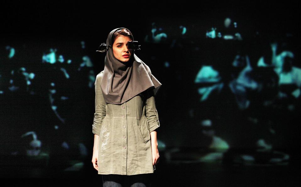 «Hearing» του Αμίρ Ρεζά Κουχεστανί για τρεις παραστάσεις στη Στέγη.