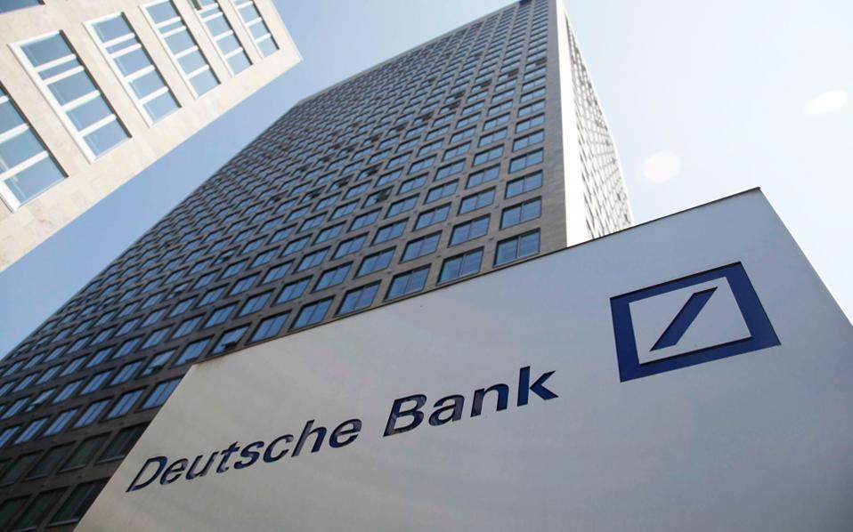 Τα καθαρά κέρδη της Deutsche Bank ανήλθαν στα 575 εκατ. ευρώ το πρώτο τρίμηνο του 2017 από 236 εκατ. το αντίστοιχο διάστημα του 2016. Αντίθετα, τα έσοδα της τράπεζας σημείωσαν μείωση κατά 9% στα 7,3 δισ. ευρώ.