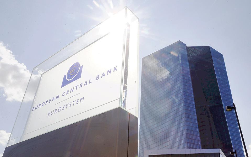 Από τις αρχές του 2015 και μετά, η ΕΚΤ κατάφερε με τη νομισματική της πολιτική να μετατρέψει πιστωτική συρρίκνωση 40 και πλέον μηνών σε πιστωτική επέκταση ύψους περίπου 2% στα τέλη του 2016.