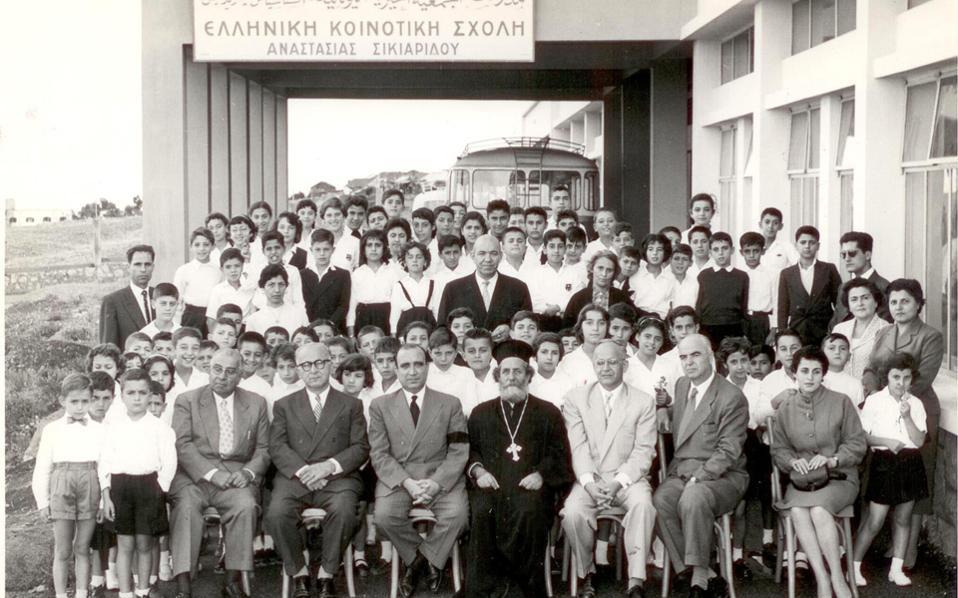 Στη Βηρυττό ιδρύθηκε μετά τον πόλεμο η Ελληνική Κοινοτική Σχολή Αναστασία Σικιαρίδου. Η οικογένεια Σικιαρίδη είχε παραδοσιακή σχέση με τα μεγάλα κέντρα της Ανατολής. Στη δεκαετία του '20 εγκαταστάθηκε στην Αθήνα.
