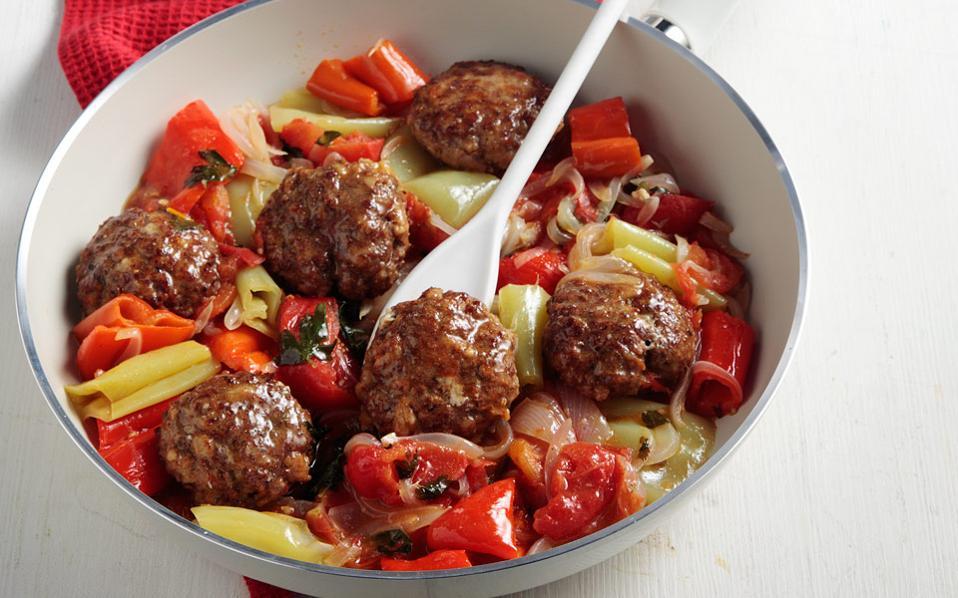 Μπιφτέκια μαγειρευτά με πιπεριές