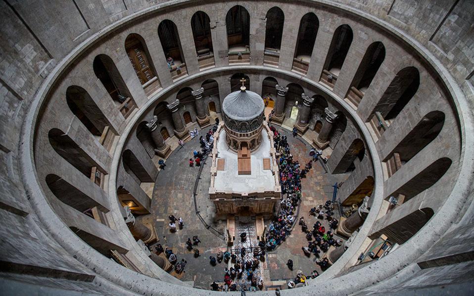 Το μνημείο σήμερα, ασφαλές και λαμπερό: Με τις επεμβάσεις που έγιναν, η δομική ακεραιότητα και η καθετότητά του αποκαταστάθηκαν και οι παραμορφώσεις άρθηκαν. © AP Photo/Dusan Vranic