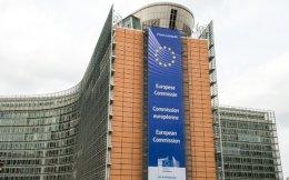 Ο φορολογούμενος υποχρεούται να πραγματοποιεί δαπάνες με ηλεκτρονικά μέσα πληρωμής τόσο στην ημεδαπή όσο και σε άλλα κράτη-μέλη της Ευρωπαϊκής Ενωσης ή του ΕΟΧ, προκειμένου να διατηρήσει τις προβλεπόμενες μειώσεις φόρου.