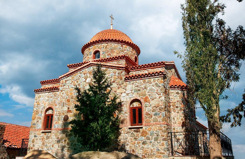 Η Μονή της Παναγίας του Μαχαιρά στο όρος Τρόοδος. (Φωτογραφία: VISUALHELLAS.GR)