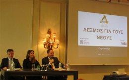Ο κ. Νίκος Καμπανόπουλος, Διευθυντής της VISA EUROPE για την Ελλάδα, την Βουλγαρία και την Κύπρο, η κ. Εκάβη Βαλλερά, Ιδρυτικό Μέλος και Διευθύντρια του Μη Κερδοσκοπικού Σωματείου Δεσμός και ο κ. Μιχάλης Πρίντζος, Διευθυντής Προγραμμάτων της Ελληνικής Πρωτοβουλίας (The Hellenic Initiative).