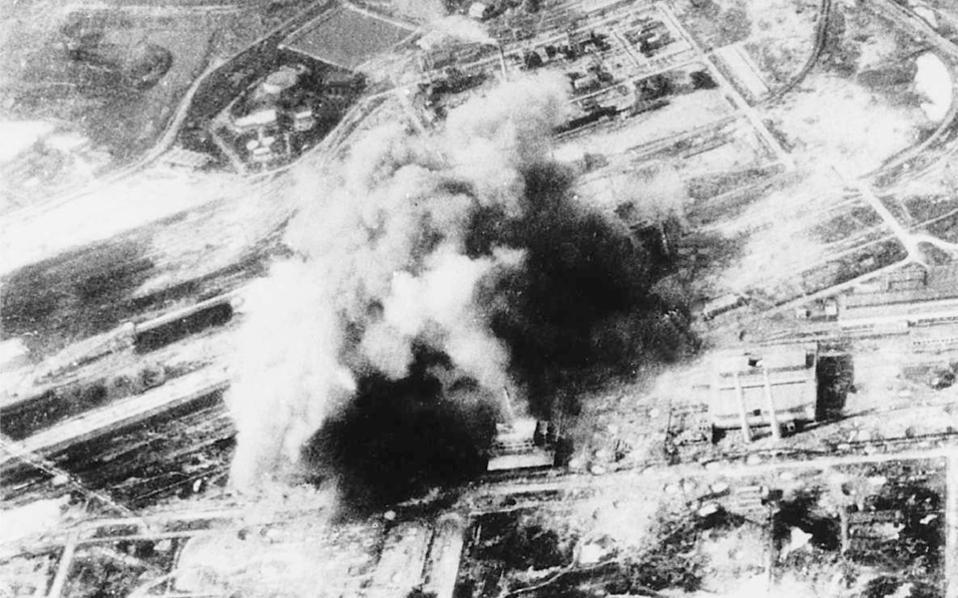 Φθινόπωρο 1967. Αμερικανικοί βομβαρδισμοί βορειοβιετναμικών υποδομών γύρω από το Ανόι και τη Χαϊφόγκ.