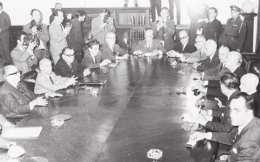 Η κυβέρνηση Κανελλόπουλου. Αποτέλεσε την ύστατη προσπάθεια να αποτραπεί η διατάραξη της δημοκρατικής ομαλότητας, αλλά ανατράπηκε από τους συνταγματάρχες το μοιραίο πρωί της 21ης Απριλίου 1967.