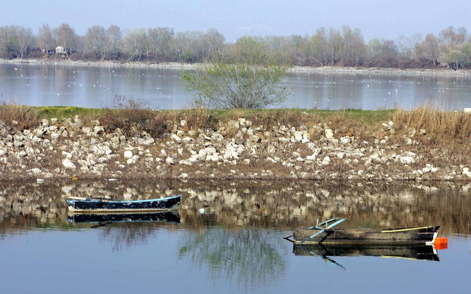 Οι βόρειοι γείτονες ρίχνουν δίχτυα και αγκίστρια στον Στρυμόνα, τον Νέστο, τον Αξιό, αλλά και στην πλούσια σε αλιεύματα λίμνη της Κερκίνης (φωτ.).