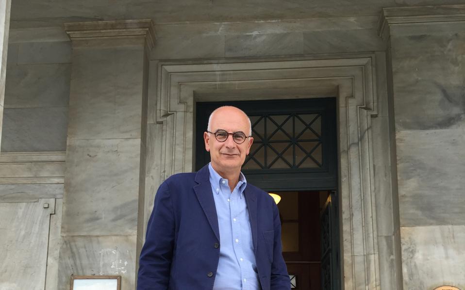 Ο Χρόνης Τζεδάκης είναι καθηγητής Φυσικής Γεωγραφίας στο UCL.