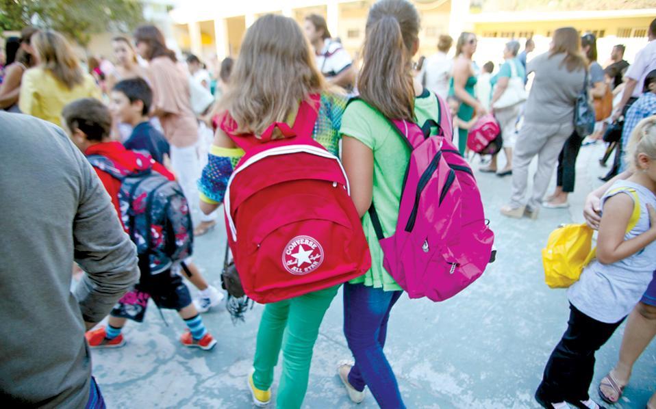 Στο εκπαιδευτικό σύστημα, σημαντικό ρόλο παίζει η χρήση κανόνων που συμβάλλουν στη συγκρότηση της προσωπικότητας του μαθητή, για να προετοιμασθεί και να ωριμάσει προτού εισέλθει στον κοινωνικό στίβο.