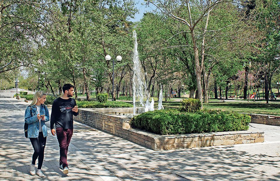 Το πάρκο Αλκαζάρ, ένας πνεύμονας πρασίνου δίπλα στον Πηνειό. (Φωτογραφίες: NIKOΣ ΚΟΚΚΑΣ)