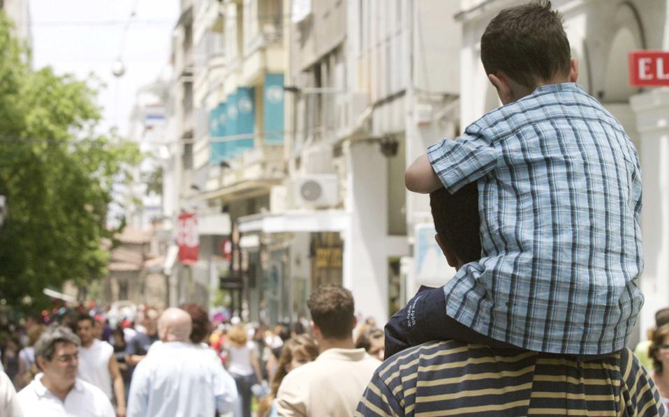 «Ενας πατέρας που έχει καταστραφεί οικονομικά από υπέρογκες διατροφές και μακροχρόνια δικαστήρια μπορεί να προσφέρει ελάχιστα στο παιδί του, οικονομικά αλλά και συναισθηματικά».
