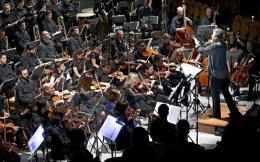 Νεανικά τραγούδια του Μανώλη Καλομοίρη ερμήνευσε η υψίφωνος Τζούλια Σουγλάκου.