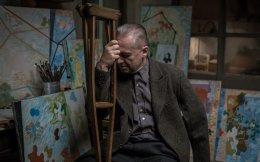 O σπουδαίος αφαιρετικός ζωγράφος Βλάντισλαβ Στρεμίνσκι ανάμεσα στα έργα του, στο «Afterimage» του Αντρέι Βάιντα.