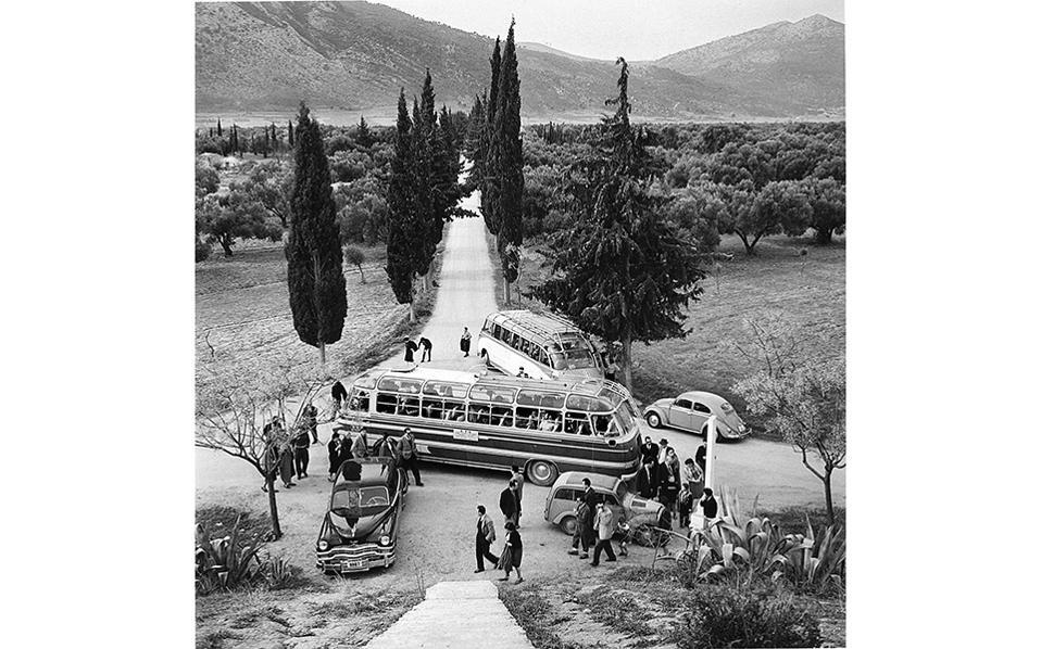 ©  Aπό το βιβλίο «Ταξιδιώτης φωτογράφος», φωτογραφίες 1943-1980, από το αρχείο Δ. Παπαδήμου του ΕΛΙΑ, Εκδόσεις ΜΙΕΤ