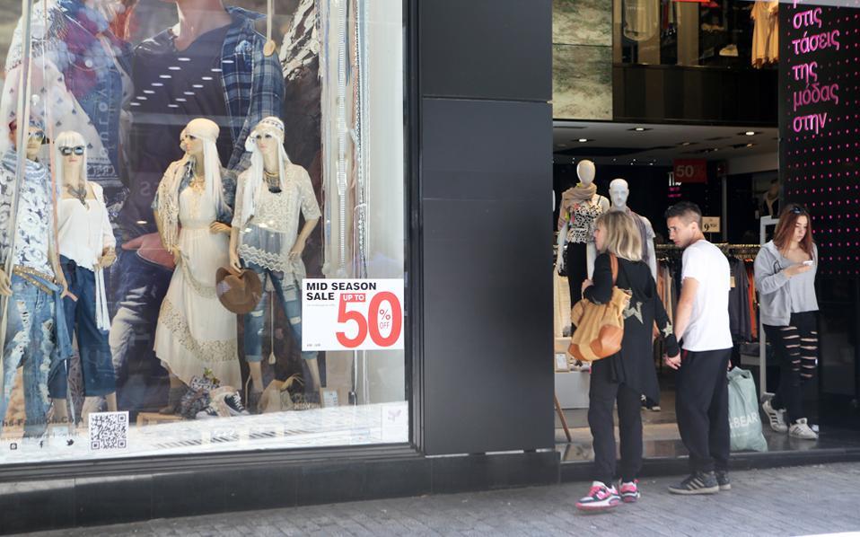 Οι μικρομεσαίες εμπορικές επιχειρήσεις εμφανίζονται θετικές στο ενδεχόμενο διεύρυνσης του ιστορικού κέντρου, έτσι ώστε τα εμπορικά καταστήματα να μην είναι ανοιχτά όλες τις Κυριακές μόνο στο Μοναστηράκι.