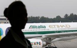 Οι εργαζόμενοι της Alitalia απέρριψαν σχέδιο για τη διάσωσή της, το οποίο προέβλεπε περικοπές 1.700 θέσεων εργασίας από το προσωπικό εδάφους και μειώσεις μισθών 8% για τους ιπταμένους.