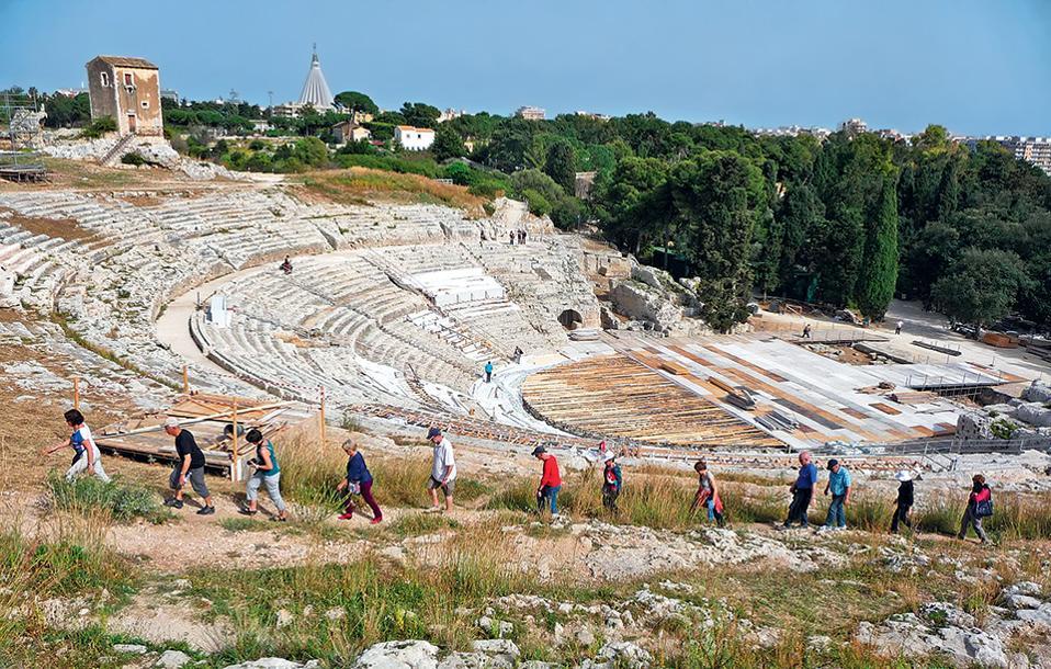1. Το Αρχαίο Θέατρο των Συρακουσών ήταν ένα από τα μεγαλύτερα ελληνικά θέατρα της αρχαιότητας. (Φωτογραφία: AFP/VISUALHELLAS.GR)