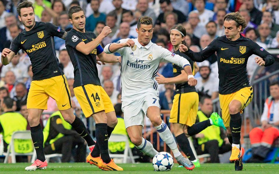Ο Κριστιάνο Ρονάλντο με χατ τρικ δείχνει να στέλνει τη Ρεάλ στον τελικό. Η Ατλέτικο ηττήθηκε με 3-0 και θα παλέψει για το θαύμα στη ρεβάνς.