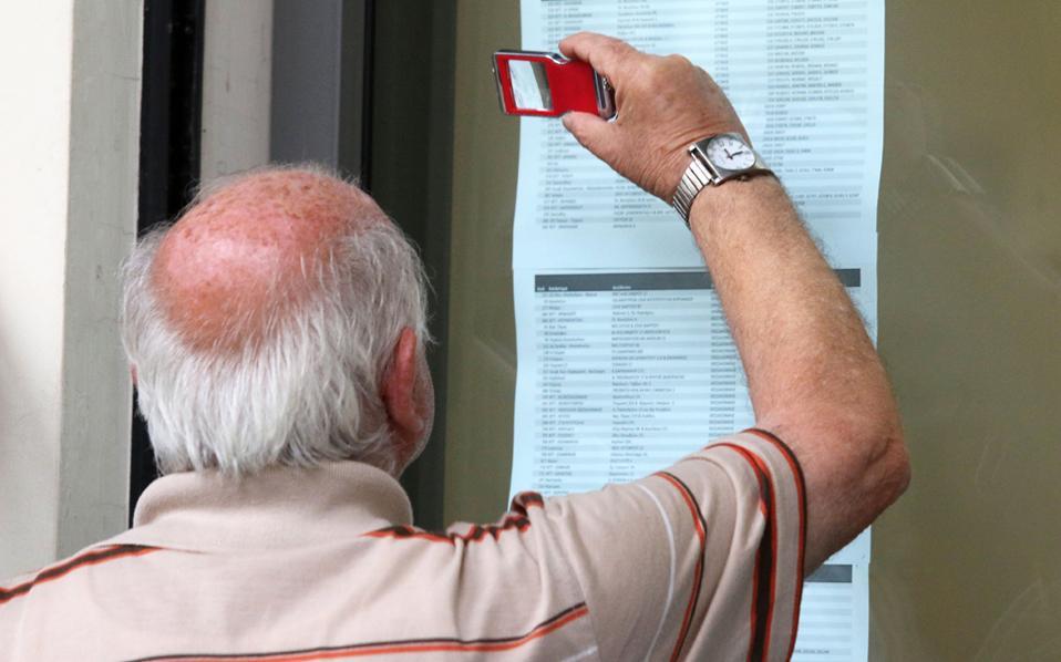 Σύμφωνα με τα στοιχεία του συστήματος «Ηλιος», το 24% των συνταξιούχων είναι ηλικίας άνω των 81 ετών, το 31% μεταξύ 71 και 80 ετών και το 39% μεταξύ 51 έως 70 ετών.