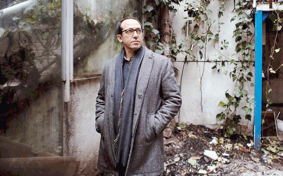 Παραμύθια, αινίγματα και αλληγορίες υποστηρίζουν το πολυσύνθετο, πολυσχιδές πρόσωπο της πόλης μέσα από το μυθιστόρημα του δικηγόρου, αρθρογράφου και ακτιβιστή Μπουρχάν Σονμέζ.