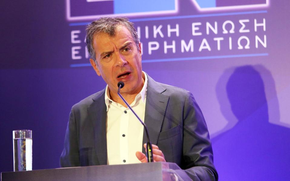 Ο κ. Στ. Θεοδωράκης κατά την ομιλία του στην 4η οικονομική διάσκεψη της Ελληνικής Ενωσης Επιχειρηματιών.