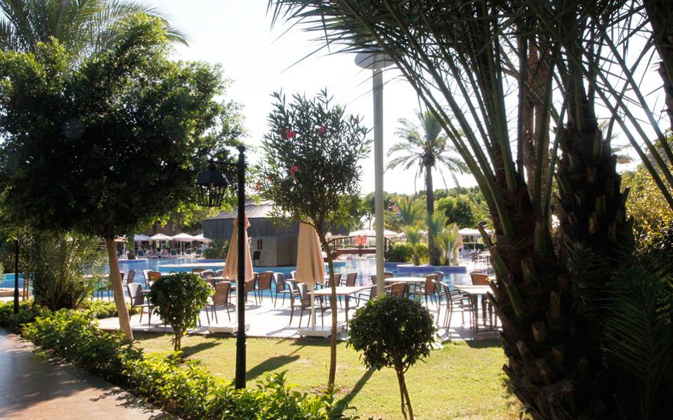 Η μελέτη του Ινστιτούτου επισημαίνει ότι το ελληνικό ξενοδοχείο είναι μικρού μεγέθους, καθώς η μέση δυναμικότητά του ανέρχεται στα 41,8 δωμάτια.