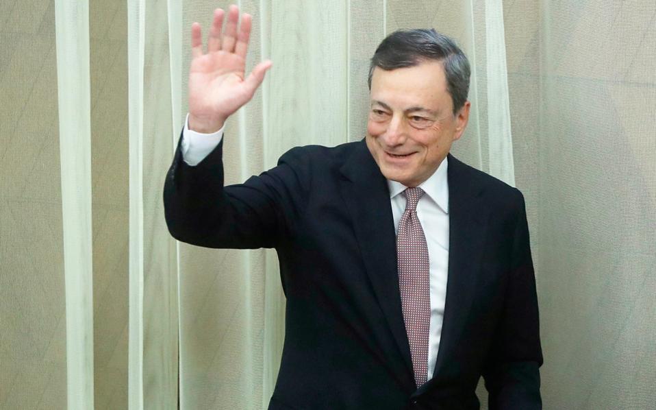 Η «καυτή πατάτα» βρίσκεται τώρα στα χέρια του προέδρου της ΕΚΤ Μάριο Ντράγκι, αλλά τα περιθώρια που έχει για να εξασφαλίσει ένα αποτέλεσμα ικανοποιητικό για την ελληνική πλευρά είναι περιορισμένα.