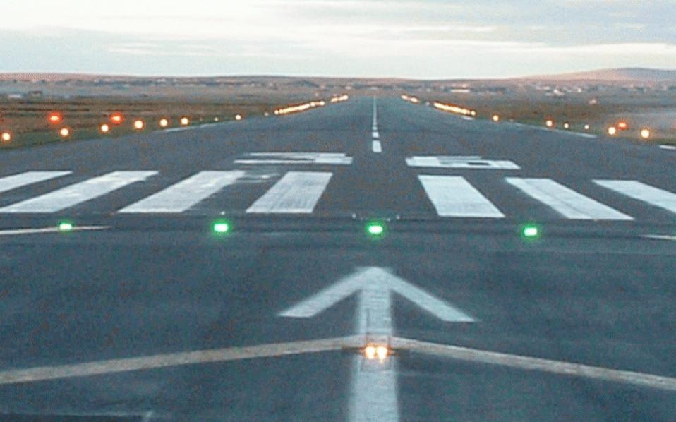 Σε προχωρημένο στάδιο βρίσκεται μόνο η δημιουργία του νέου αεροδρομίου στο Καστέλλι του Ηρακλείου, ένα έργο προϋπολογισμού 480 εκατ. ευρώ, για το οποίο τις προσεχείς ημέρες αναμένεται να κηρυχθεί προσωρινή ανάδοχος η κοινοπραξία της ΓΕΚ ΤΕΡΝΑ και της ινδικής GMR.