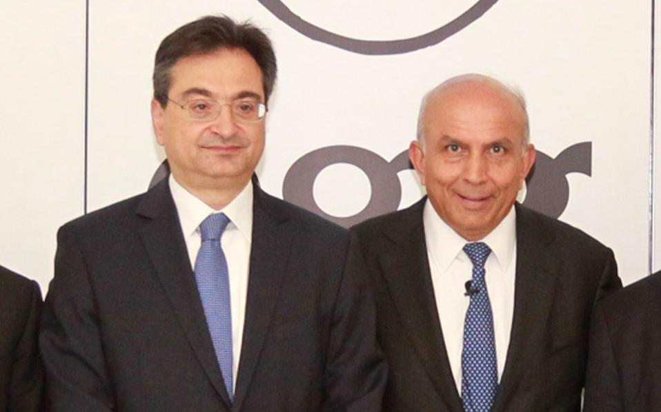 Ο πρόεδρος και διευθύνων σύμβουλος της Fairfax Financial Holdings αλλά και βασικός μέτοχος της Eurobank, Πρεμ Γουάτσα, επισκέφθηκε τις εγκαταστάσεις του προγράμματος νεανικής καινοτόμου επιχειρηματικότητας egg (enter - grow - go) της Eurobank, όπου συναντήθηκε με νέους επιχειρηματίες. Στη φωτογραφία, με τον διευθύνοντα σύμβουλο της Eurobank Φωκίωνα Καραβία (αριστερά).